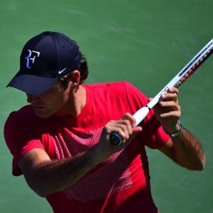 Federer training in Dubai